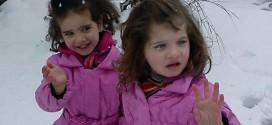 الطفلتين ليلى ولين عطفة التين ذبحتا مع والديهما على ايدي مجرمي بشار الأسد (الشبيحة). طريق حمص - القدموس ، الأربعاء 02-10-2013