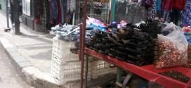 عربية بيع أخذية بلاستيكية